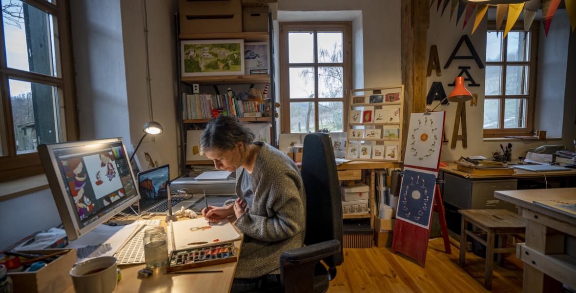 Agócs Írisz: Rajongva imádom az ész nélküli rajzolást