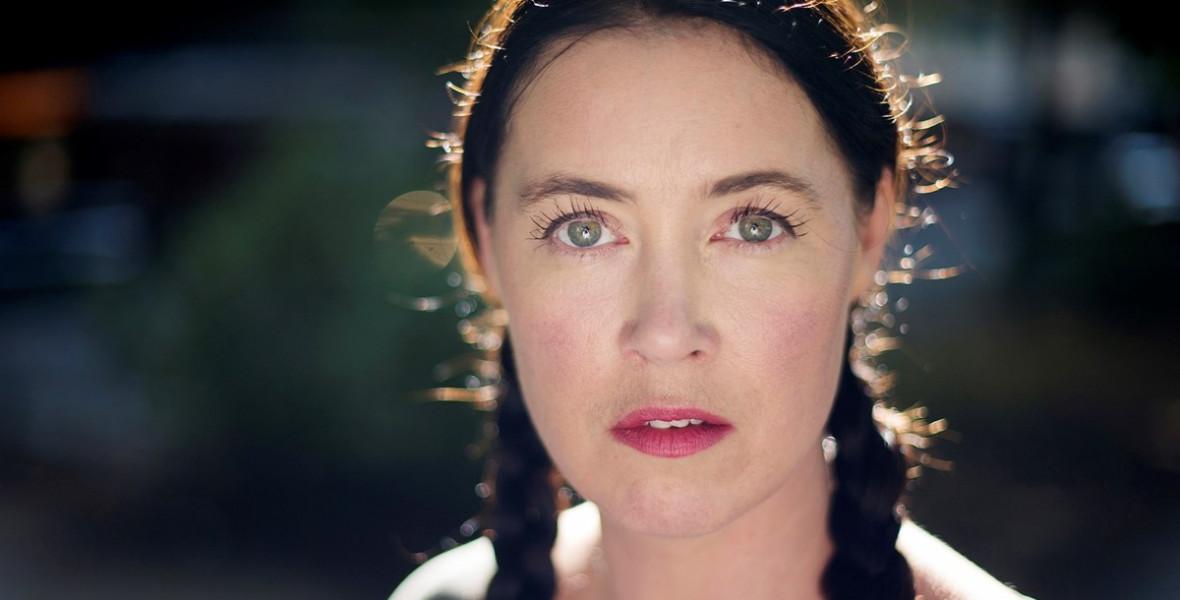 Linda Boström Knausgård regénybeli némaságán keresztül saját hangját találta meg - Összekötve Németh Lucával