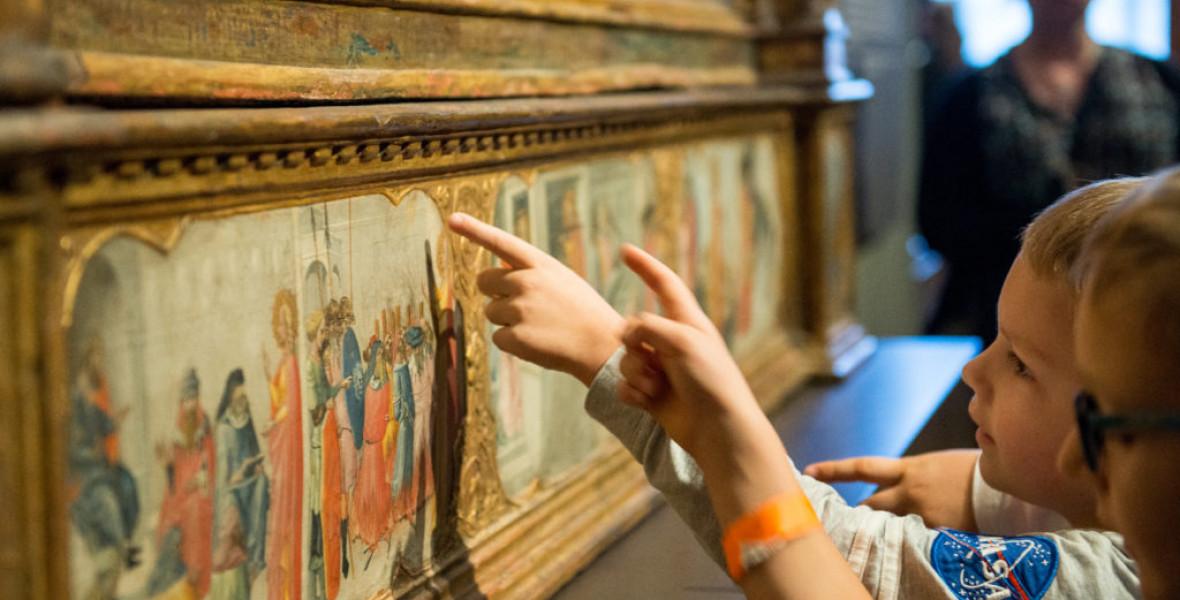 Egy gyereknek minden festmény érdekes, ami beindítja a fantáziáját