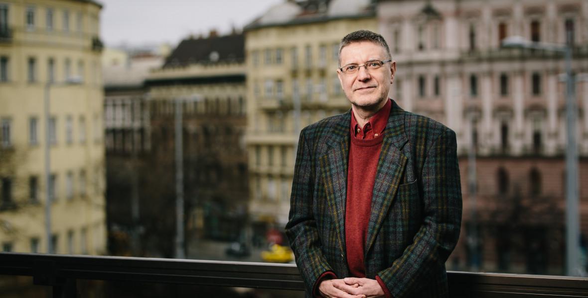 Károlyi Csaba: A Bolyai egy öntörvényű író öntörvényű könyve