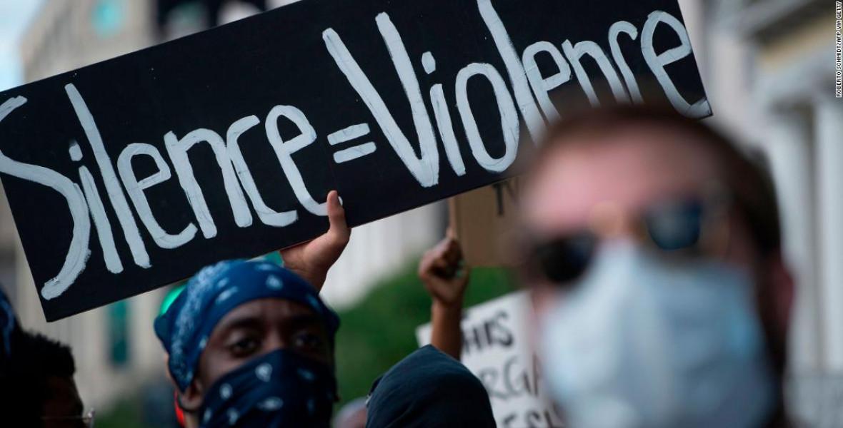 Az USA-ban az antirasszista könyvek még az Éhezők viadalánál is kelendőbbek