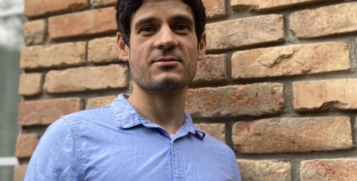 Külföldre költözik a szivárványos mesekönyvek szerkesztője, Nagy Boldizsár