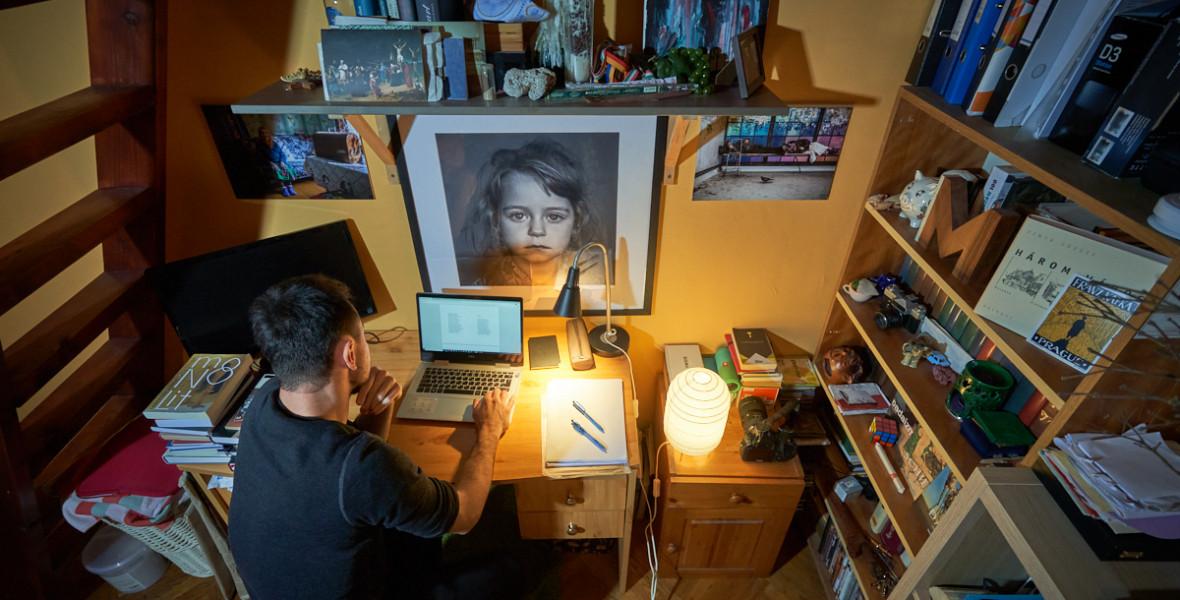 Így néz ki Szöllősi Mátyás dolgozószobája