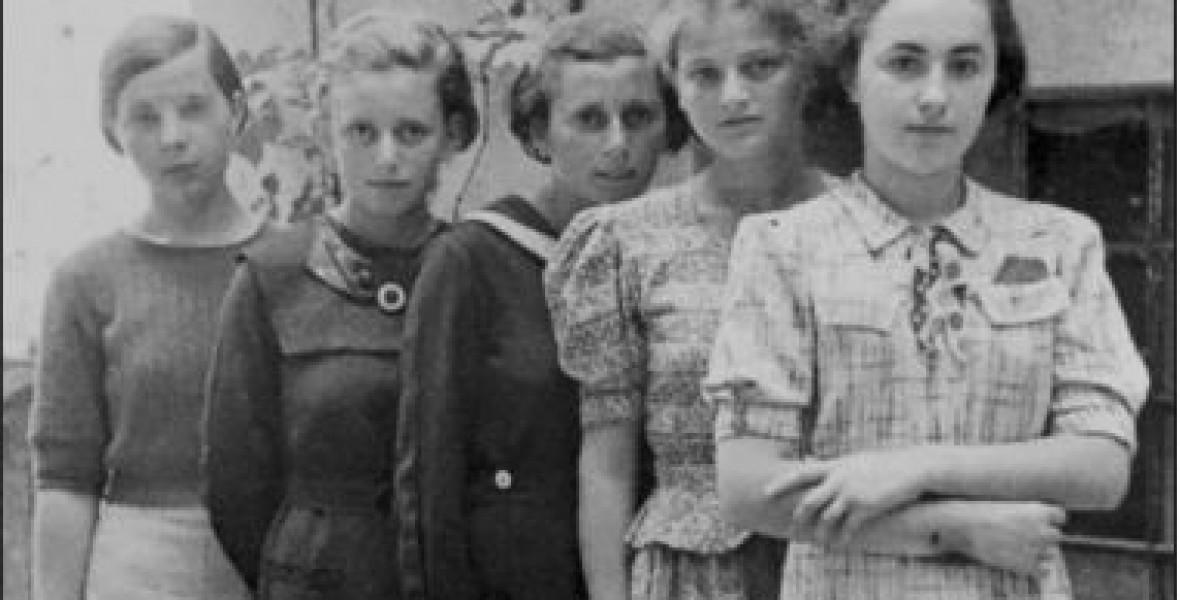 A 999 fiatal lányból alig néhányan élték túl Auschwitzot