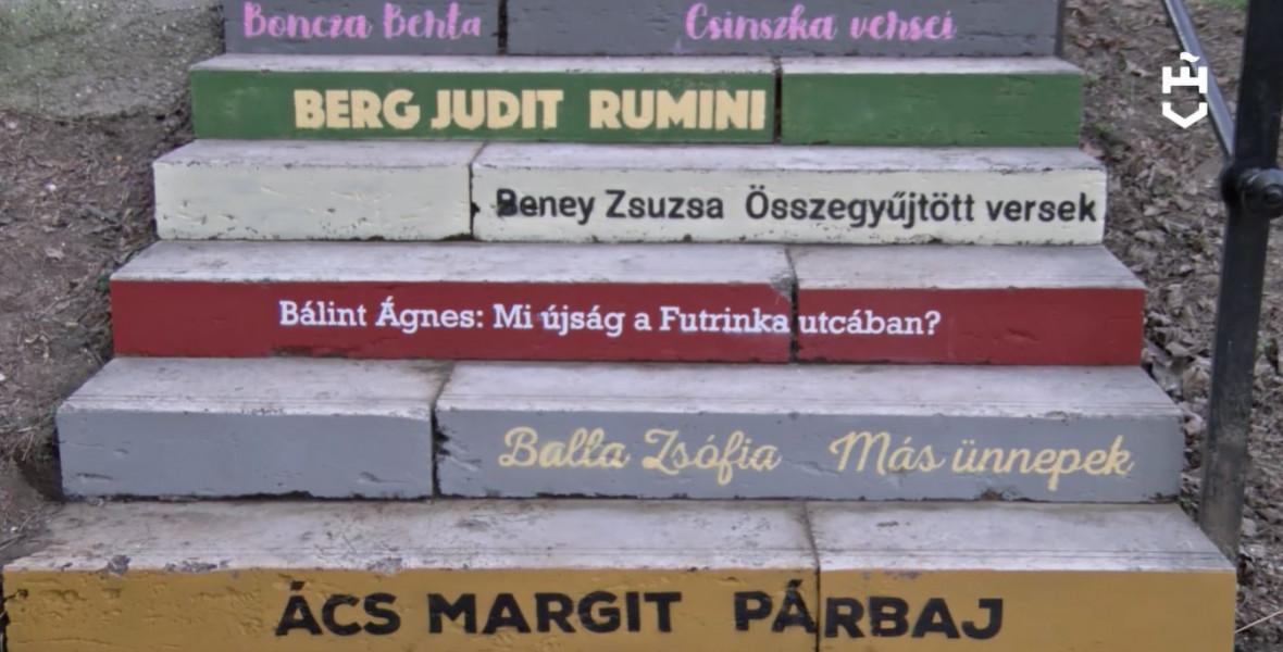 Női szerzők könyvcímeit festették a Glücklich Vilma lépcső fokaira