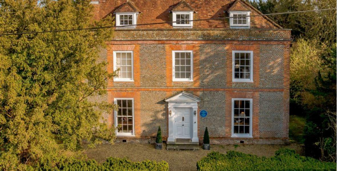 Eladó Agatha Christie otthona, ahol a legnagyobb regényeit írta
