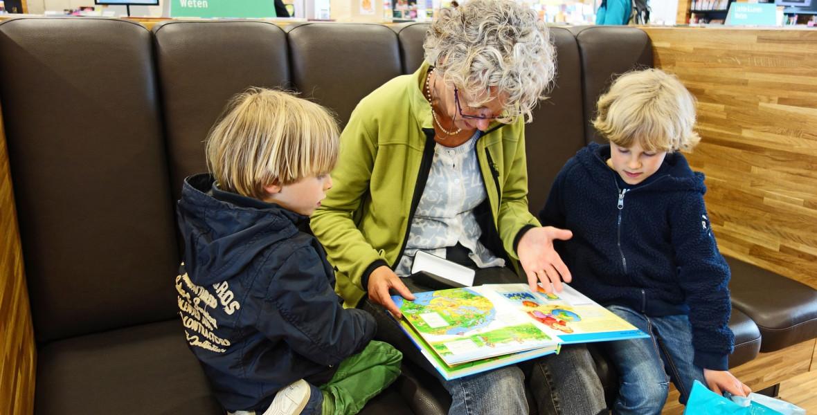Kölcsönözz nagymamát, hogy könyvtárba mehess!