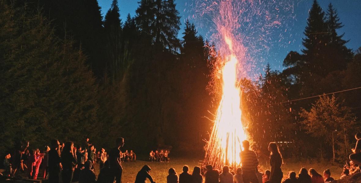 Tüzek és tündérek: ezekkel a könyvekkel hangolódj Szent Iván éjszakájára