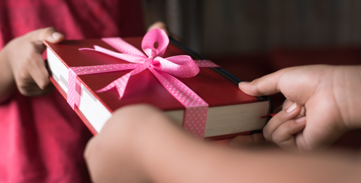 Miért jó és hogyan érdemes könyvet ajándékozni?