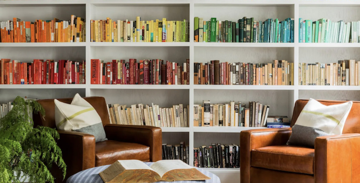 A britek könyvespolcán a káosz az úr