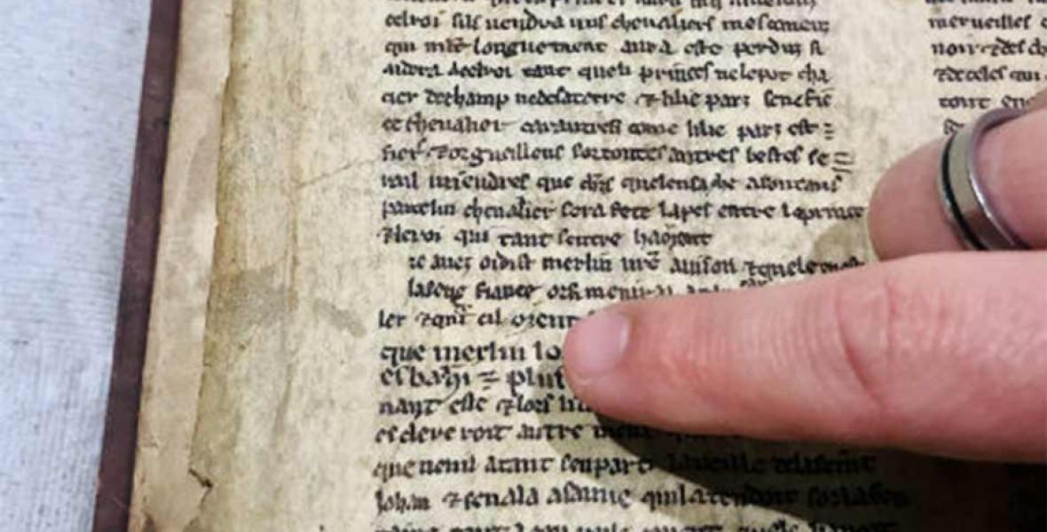 800 éves kéziratra bukkantak, amely új megvilágításba helyezi Artúr-mondakört