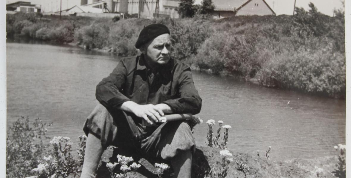Hamvas Béla bútoraiból rendeztek be olvasósarkot a szentendrei könyvtárban